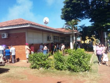 Posto de saúde no Bairro Popular: filas para receber a vacina