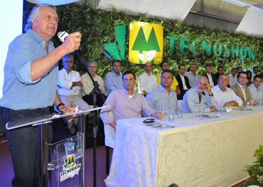 Ronaldo Caiado: senador chegou em cima da hora para não ter de cumprimentar desafetos (Foto: Washington Oliveira/Prefeitura de Rio Verde)