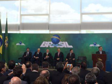 Falando aos empresários, o presidente em exercício reafirmou que dar apoio ao governo é dar apoio ao País
