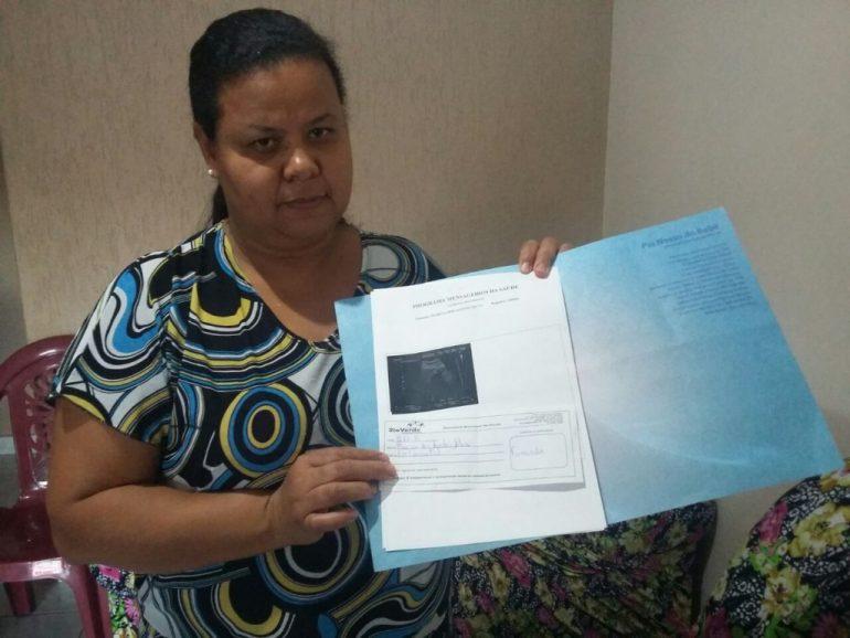 Sem previsão: A diarista Márcia dos Santos aguarda cirurgia desde o ano passado.
