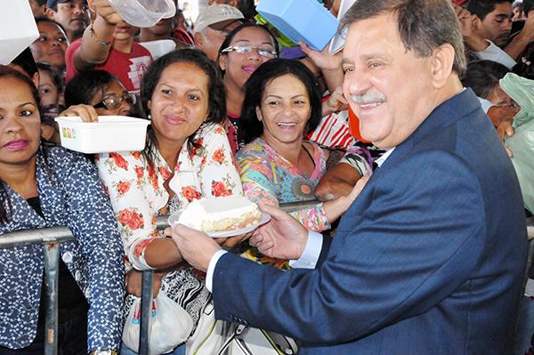 Deu o bolo: Reinauguração de escola foi tirada de última hora do calendário comemorativo dos 168 anos da cidade (Foto: Washington Oliveira/Prefeitura de Rio Verde)