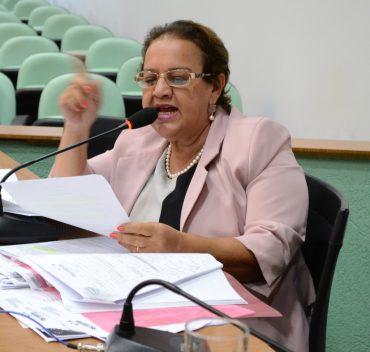 Lúcia Batista: vereadora da oposição apóia candidatura do médico Paulo do Vale (PMDB)