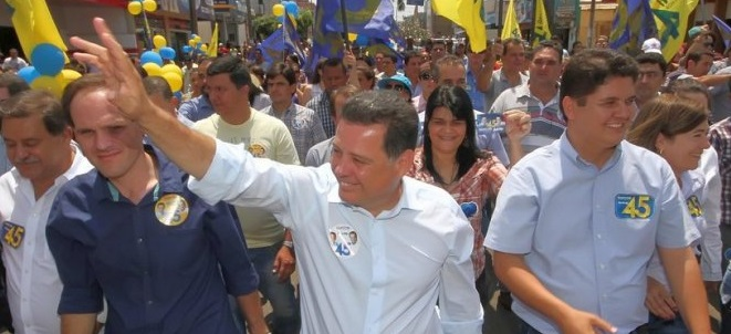 Eleitos com Marconi em 2014 (foto), deputados agora escondem padrinho político na campanha