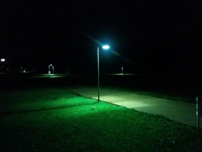 A iluminação precária nas pistas de caminhada tem feito com que muitos praticantes encerrem as atividades de lazer mais cedo por medo de assaltos