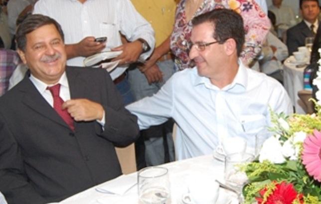 Juraci e Vanderlan: transferência do comando administrativo  (Foto: Internet)
