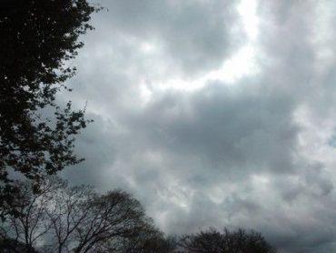 A chuva só deverá dar trégua no próximo sábado, dia 11, quando os termômetros podem passar dos 35°.