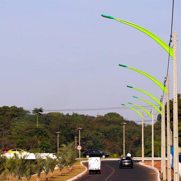 Com lâmpadas de LED e farta arborização, a Paulo Roberto Cunha terá no cruzamento com a Presidente Vargas o modelo de trânsito a ser reproduzido em toda a cidade