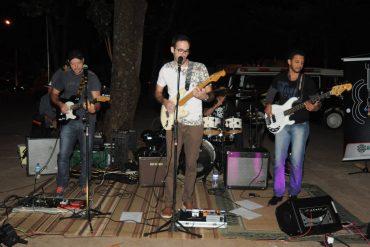 Banda Supersoaker se apresenta numa das edições do Circuito MPB, Pop e Rock, realizado quinzenalmente na cidade