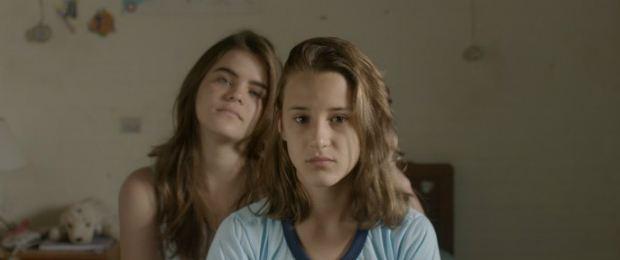 Priscila Bittencourt e Isabela Torres protagonizam o longa 'As Duas Irenes' (Foto: Divulgação)