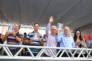 Novo livro de Filadelfo Borges foi lançado no aniversário de Rio Verde com a presença de familiares de Paulo Campos e do prefeito Paulo do Vale (Foto:Washington Oliveira)
